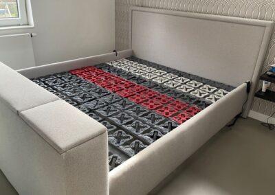 Bed met TV lift
